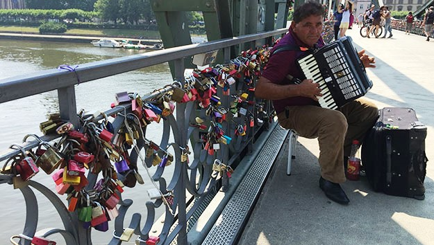Eiserner Steg bridge in frankfurt