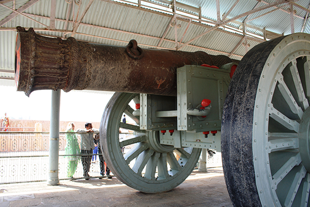 cannon at Jaigarh Fort