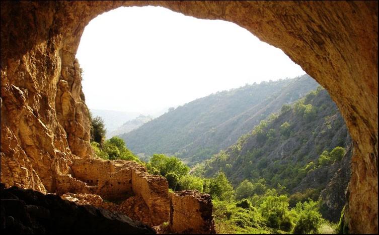 pesna-cave